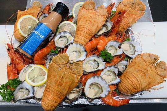 Oysters, bugs & prawns platter